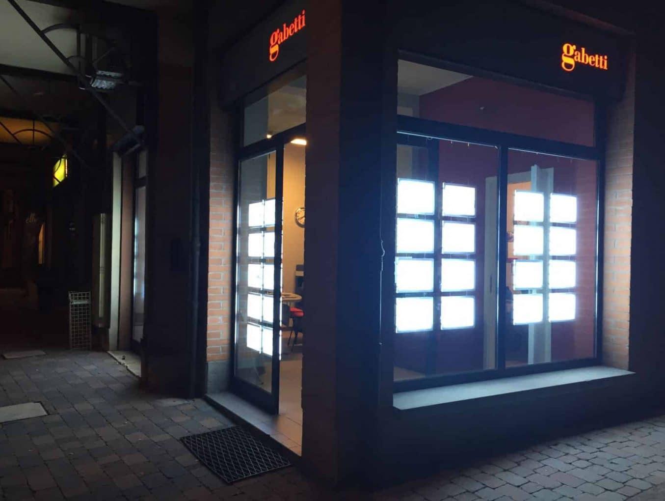Pannelli vetrine - Gruppo Gabetti Italia