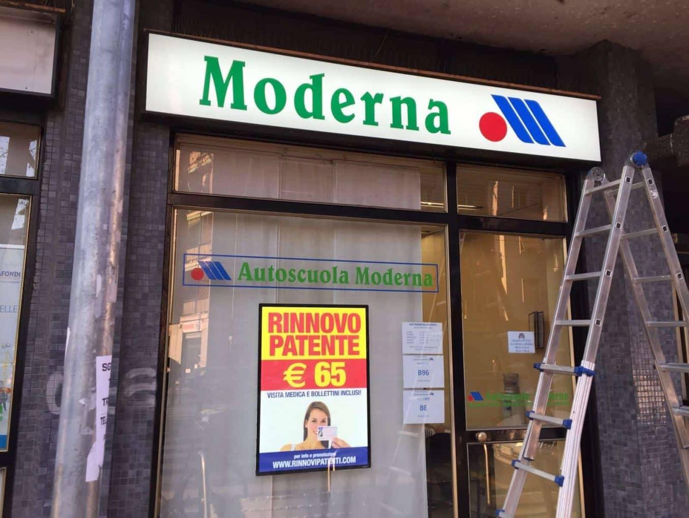 Pannello LED Vetrina - Scuola guida moderna Milano